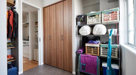 マンションリノベーション、インテリックス空間設計、玄関収納、玄関土間、趣味スペース