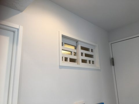 マンションリノベーション、アートテラスホーム、レトロ室内窓、変形格子窓、開閉式室内窓