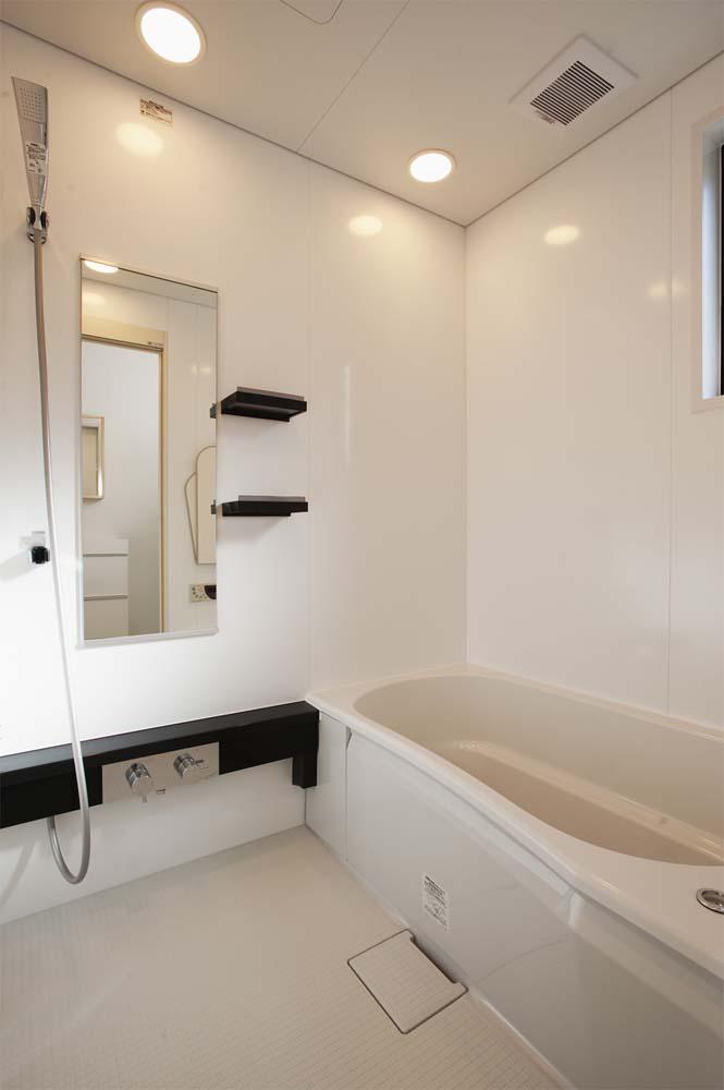 実家リノベーション,戸建てリノベーション,浴室,システムバス,白いバスルーム