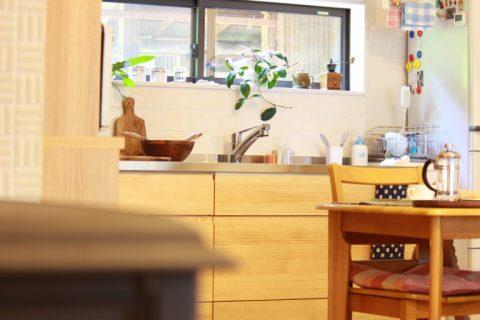 戸建てリノベーション、住工房株式会社、キッチン窓、木のキッチン、ナチュラルキッチン