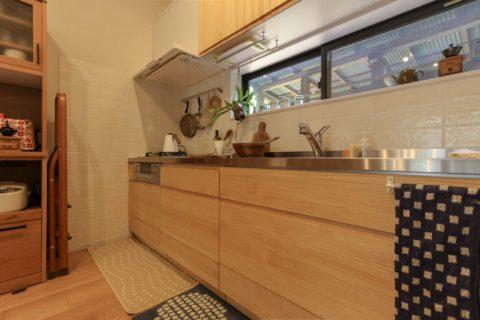 戸建てリノベーション、住工房株式会社、キッチン無垢扉、うづくり仕上げ、取っ手なしキッチン