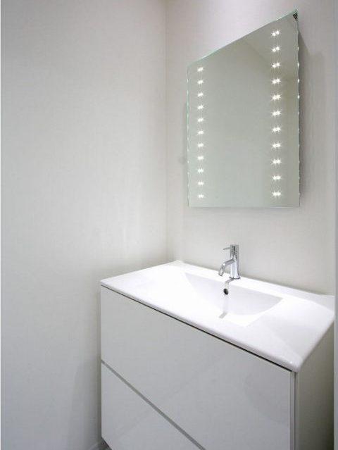 戸建てリノベーション、株式会社アレックス、一体型洗面カウンター、ライト付きミラー、シンプル洗面台