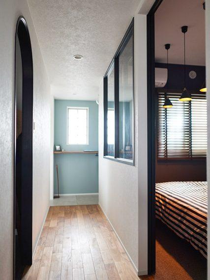 マンションリノベーション、インテリックス空間設計、玄関ギャラリー、玄関収納、室内窓