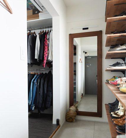 マンションリノベーション、インテリックス空間設計、クローゼットミラー、木製フレーム、玄関土間収納