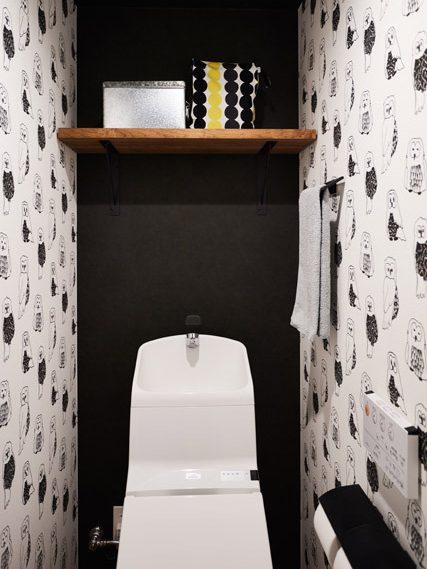 マンションリノベーション、インテリックス空間設計、サンゲツふくろう、トイレクロス、トイレ収納