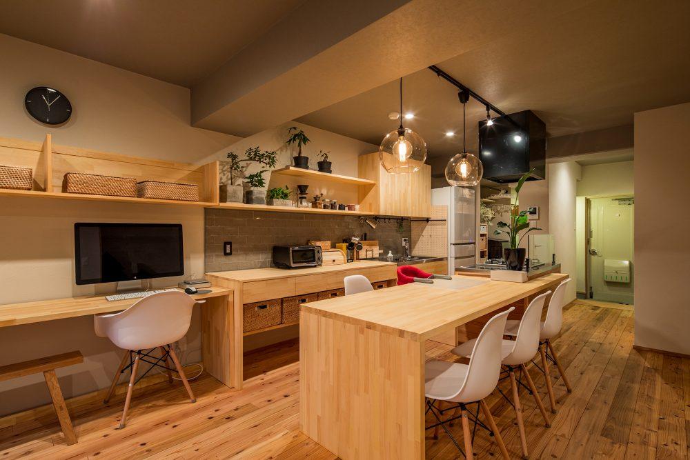 マンションリノベーション、株式会社駿河屋、テーブル一体キッチン、木のキッチン、ワークスペース