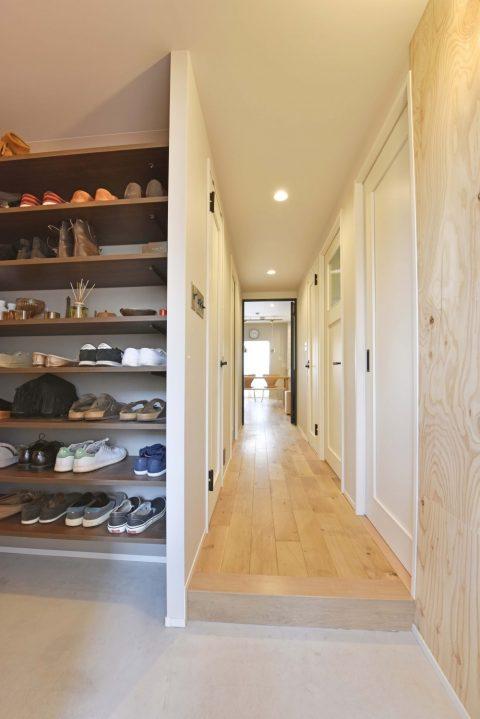 マンションリノベーション、リノステージ、オープン玄関収納、ラーチ化粧合板、玄関土間