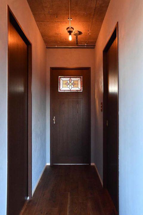マンションリノベーション、錬、川崎市、リノベーション、廊下、造作ドア、アンティークガラス