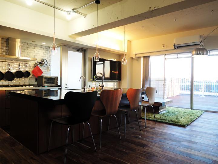 「株式会社 錬(れん)」のリノベーション事例「アイランドキッチンがLDKの主役!壁面収納でスッキリ暮らすマンションリノベーション」