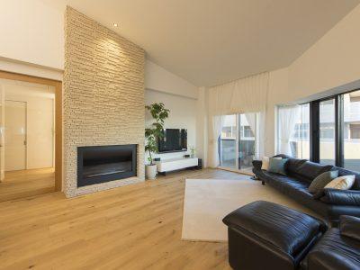 「野村不動産パートナーズ」のマンションリノベーション事例「居室を減らしたフルリノベで、光と風が通り抜ける上質な住まいに大変身」
