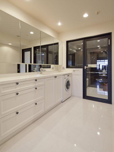 マンションリノベーション、GLADDEN、間接照明、収納鏡、ガラス張り浴室