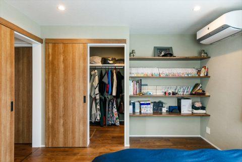 戸建リノベ、実家リノベ、耐震補強、無垢材、和モダン、寝室、クローゼット、サンゲツ