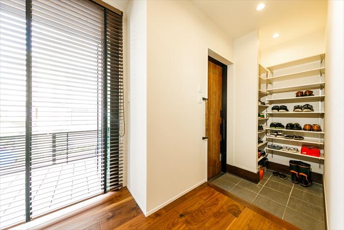 戸建リノベ、実家リノベ、耐震補強、無垢材、和モダン、玄関、オープン収納、玄関収納