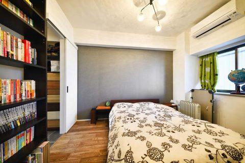 スタイル工房、マンションリノベーション、グレーの壁紙、寝室、ベッドルーム、アクセントクロス