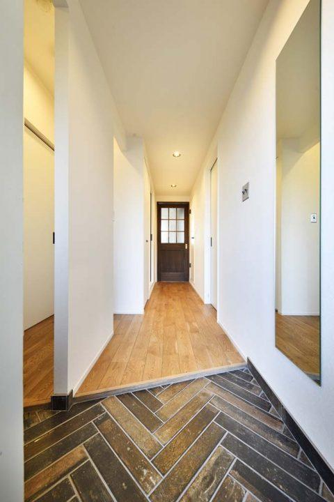 スタイル工房、マンションリノベーション、玄関、土間タイル、ヘリンボーン張り