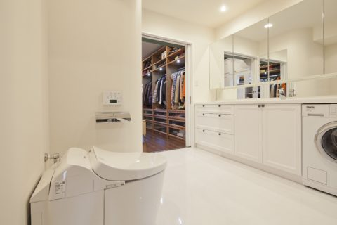 マンションリノベーション、GLADDEN、ホテルライク洗面、白一色サニタリー、回遊動線