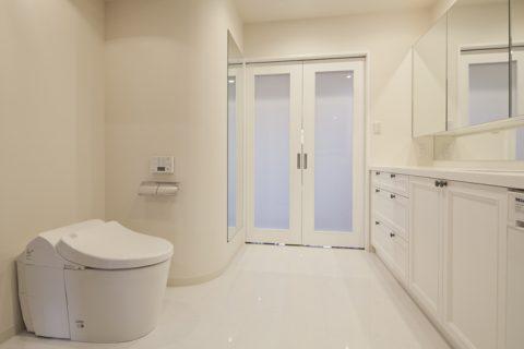 マンションリノベーション、GLADDEN、ホテルライク洗面室、白い洗面室、R壁