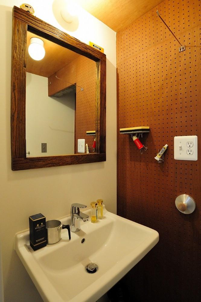 住環境ジャパン,マンションリノベーション,定額制リノベーション,洗面所,有孔ボード