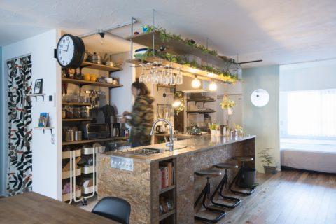 マンションリノベーション、中古リノベーション、カウンターキッチン、食器棚、ワインホルダー