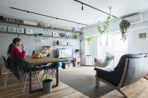 マンションリノベ、ハコリノベ、リビング、タイル床、オープン収納、リビング収納、植物と暮らす、植物のある暮らし