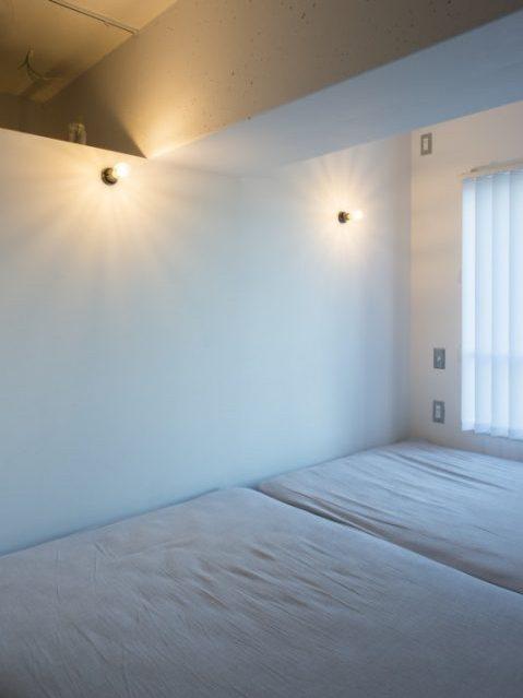 マンションリノベ、ハコリノベ、寝室、エジソン電球、ブラケットライト