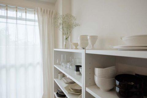 マンションリノベーション、リノデュース、食器収納、白い食器棚、ディスプレイ収納