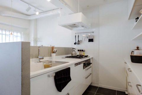 マンションリノベーション、リノデュース、I型キッチン、オープンキッチン、腰壁つきキッチン