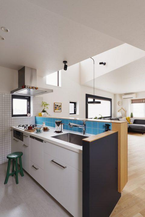 マンションリノベーション、スタイル工房、メゾネットタイプ、対面キッチン、吹き抜け、照明、タイル、