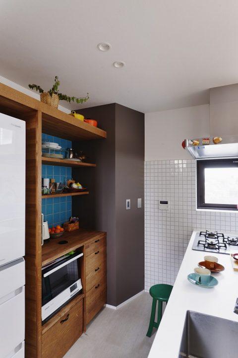 マンションリノベーション、スタイル工房、メゾネットタイプ、対面キッチン、パントリー、背面収納、タイル壁