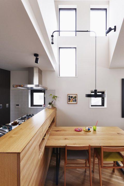 マンションリノベーション、スタイル工房、メゾネットタイプ、対面キッチン、高窓、吹き抜け、照明