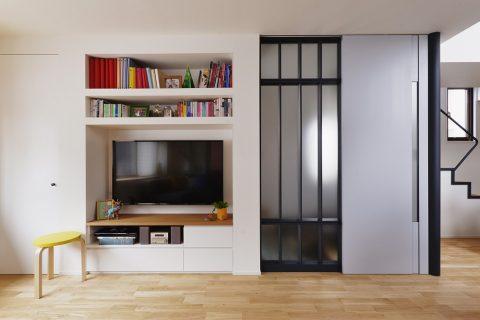 マンションリノベーション、スタイル工房、メゾネットタイプ、壁掛けテレビ、造作TVボード、室内窓