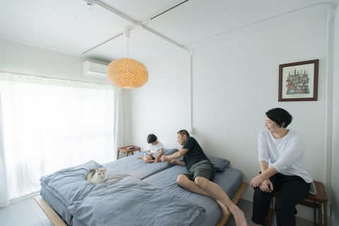 マンションリノベーション、ゼロリノベ、グレー寝室、丸いランプ、オープン寝室