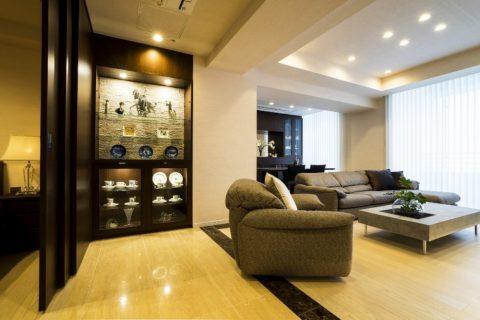 マンションリノベーション、クオリア、大理石床、リビング収納、デザインテーブル