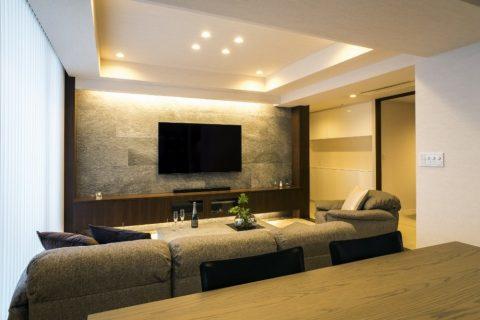 マンションリノベーション、クオリア、壁掛けテレビ、間接照明、タイル壁