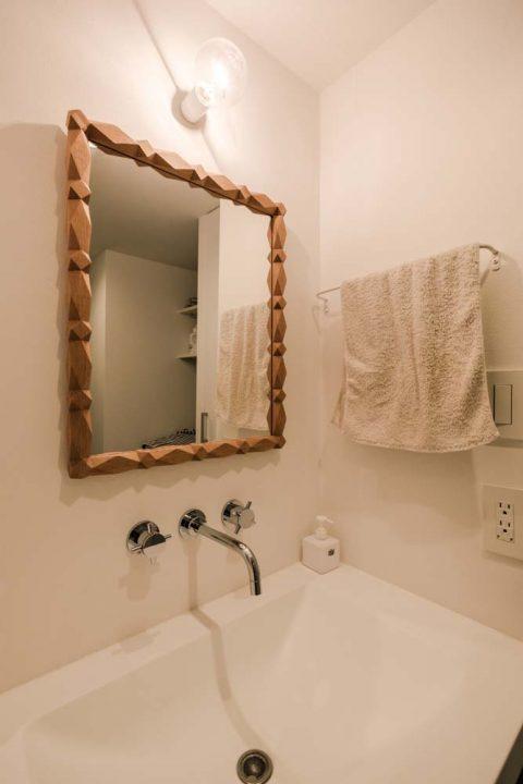 マンションリノベーション、リノデュース、デザインミラー、壁出し水栓、コンパクト洗面台