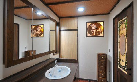 戸建リノベーション、アートテラスホーム株式会社、ステンドグラス、モダン洗面室、花柄洗面ボウル