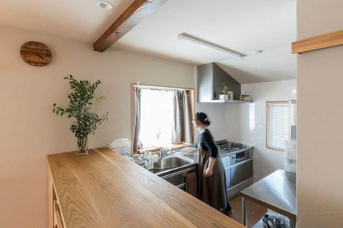 戸建リノベーション、株式会社駿河屋、オープンキッチン、キッチンカウンター、窓ありキッチン