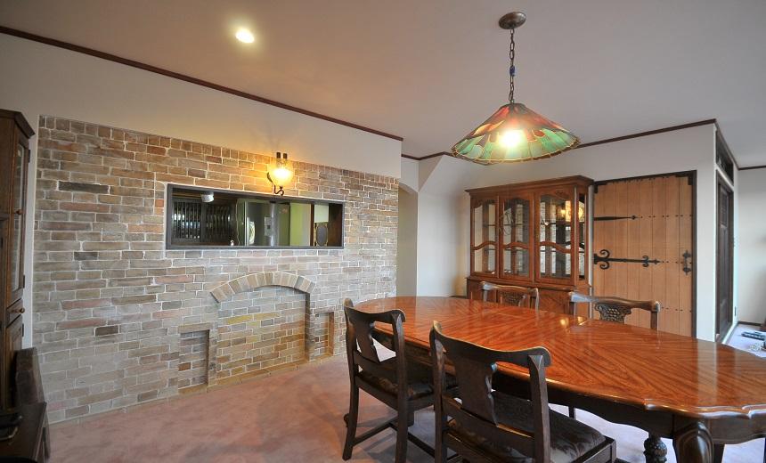戸建リノベーション、アートテラスホーム株式会社、タイル壁、ガラスシェード、アンティーク家具