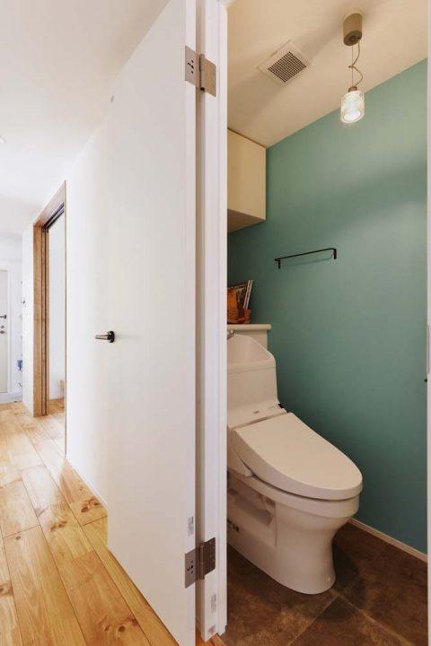 スタイル工房、マンションリノベーション、トイレ、アクセントウォール、タイル柄シート