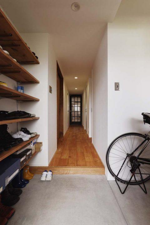 スタイル工房、マンションリノベーション、玄関土間、みせる収納、シューズラック、オープン収納、玄関収納