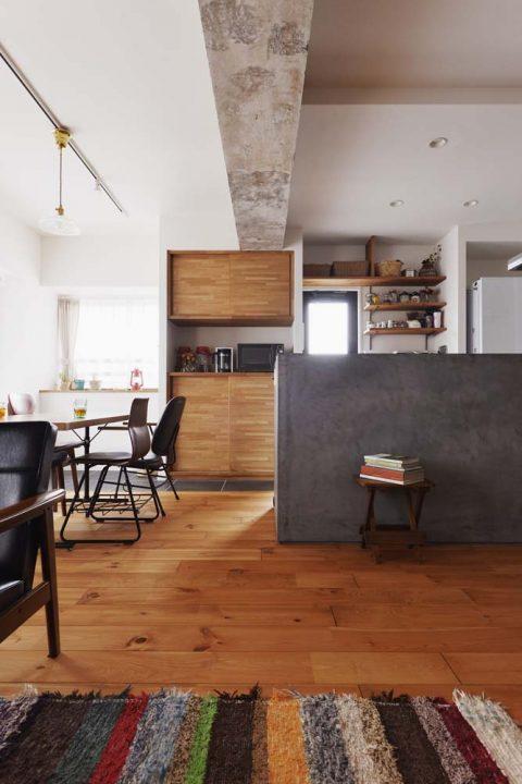 スタイル工房、マンションリノベーション、モールテックス、対面キッチン、タイル床、パイン床、アンティーク塗装