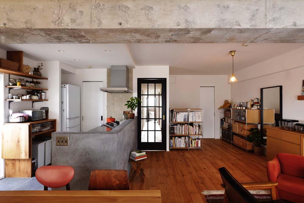スタイル工房、マンションリノベーション、モールテックス、パイン床、タイル床、対面キッチン
