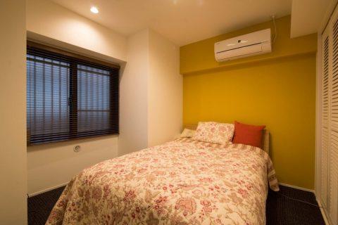 リノステージ,マンションリノベーション、寝室、ベッドルーム、アクセントクロス、イエローの壁紙