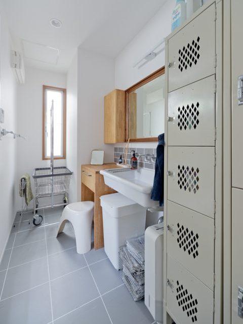 戸建リノベーション、スクールバス空間設計、造作洗面、実験シンク、洗面収納