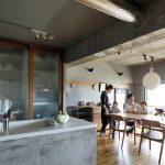 「インテリックス空間設計」の「大黒柱に家族の思い出を刻むマンションリノベーション」