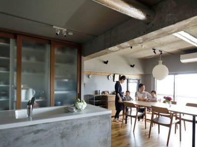 「インテリックス空間設計」のマンションリノベーション事例「大黒柱に家族の思い出を刻むマンションリノベーション」