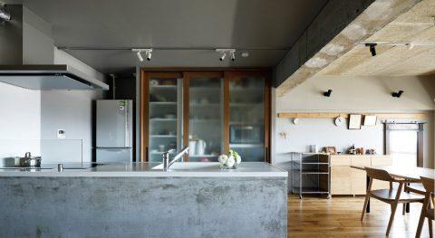 マンションリノベーション、インテリックス空間設計、モルタルキッチン、キッチン収納、ライティングレール