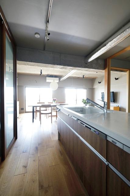 マンションリノベーション、インテリックス空間設計、オープンキッチン、吊り戸なし、露出ダクト