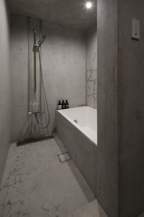マンションリノベーション、東京リノベ、モルタル浴室、グレー浴室、在来工法浴室