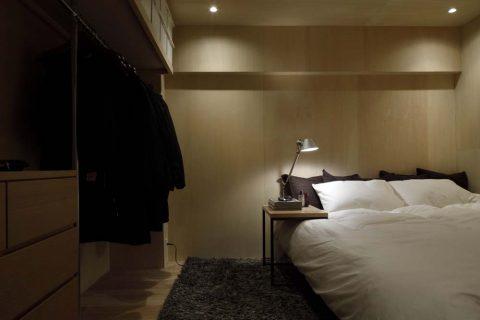 マンションリノベーション、東京リノベ、シナ合板壁、寝室収納、オープンクローゼット